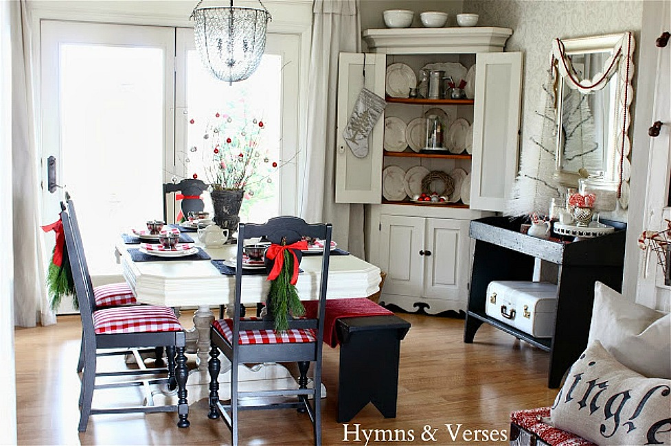 Red and White Christmas Dining Room - Hymns and Verses Blog