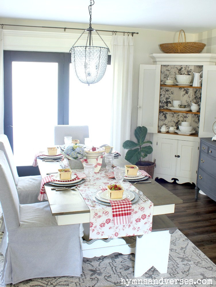 Vintage Style Summer Dining Room